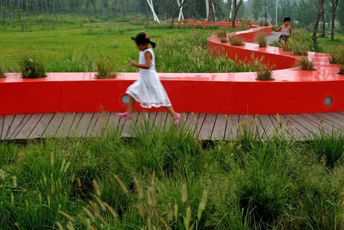 秦皇岛红飘带汤河滨河公园