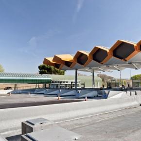 功能与细节:国外的公路收费站设计