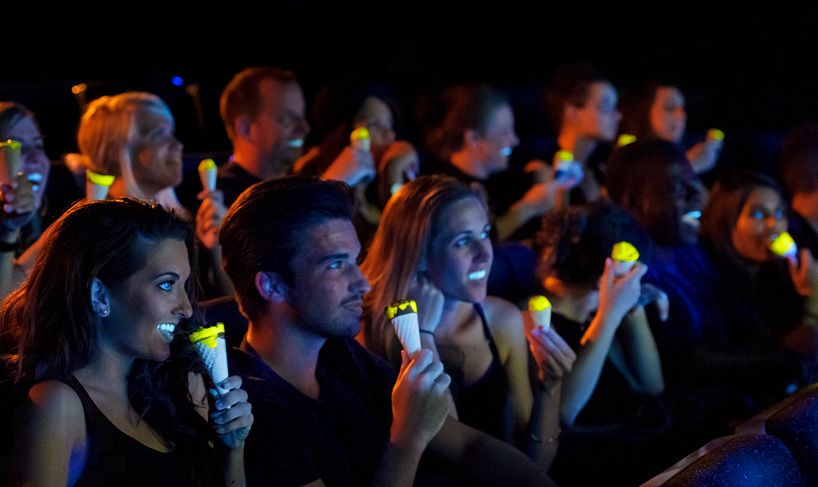 glow-in-the-dark-cornetto-by-bompas-parr-radiates-in-your-mouth-designboom-03