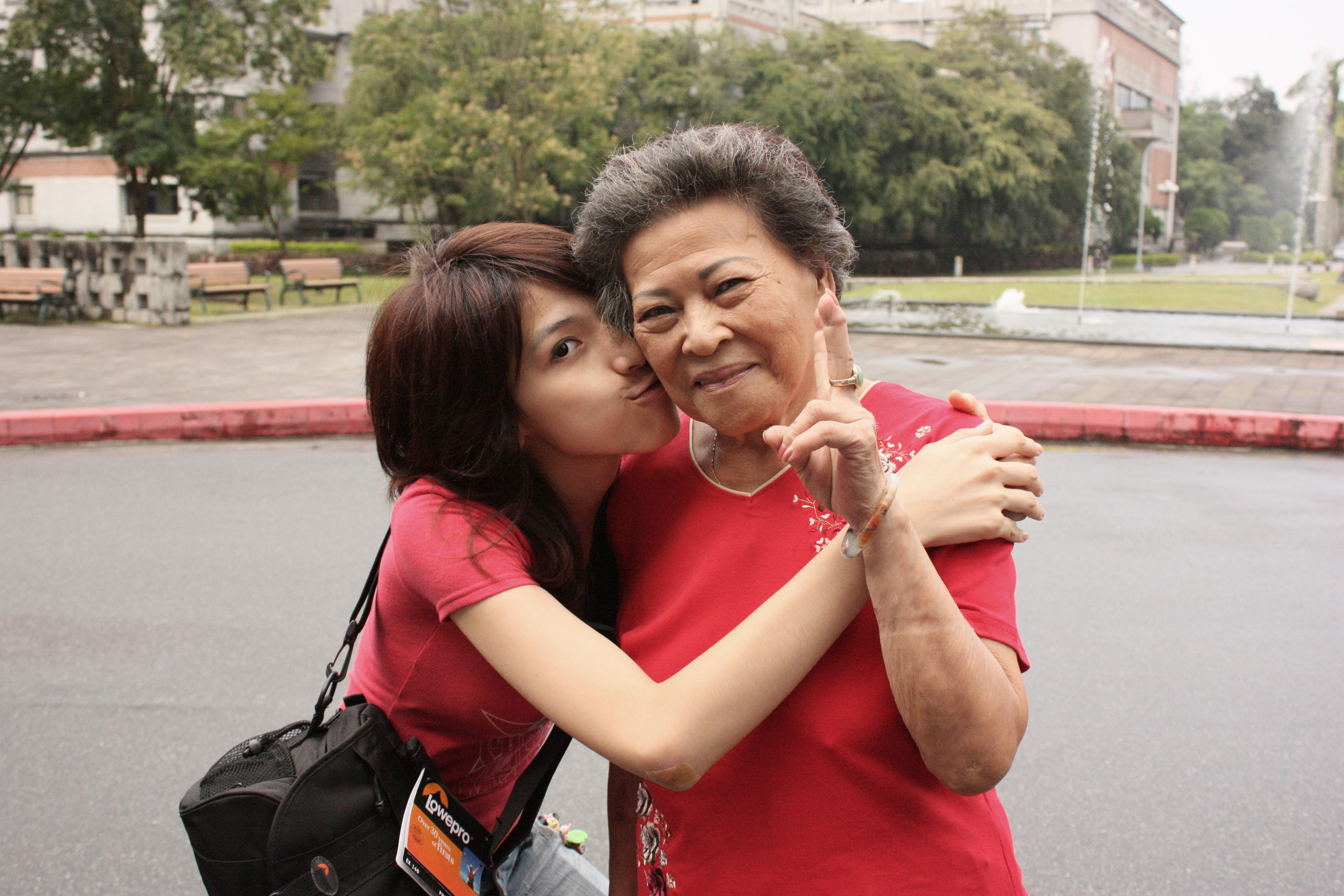 20141005132300-photo_with_grandma