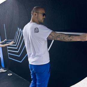 奔驰A-Class品牌活动中的胶带艺术