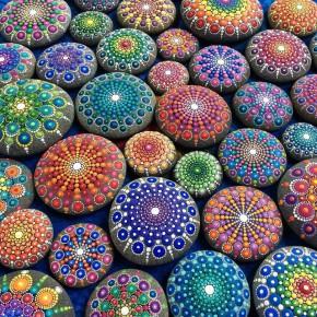 风靡全球的彩色石头