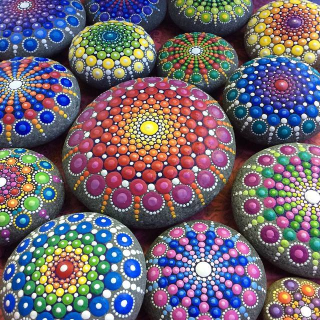 Ocean-Stones-Covered-in-Colorful-Tiny-Dots-hisheji (8)