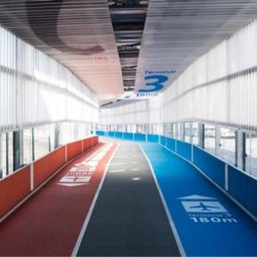 航站楼里的跑道路标