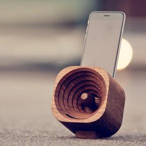 一款小巧的木质扩音器