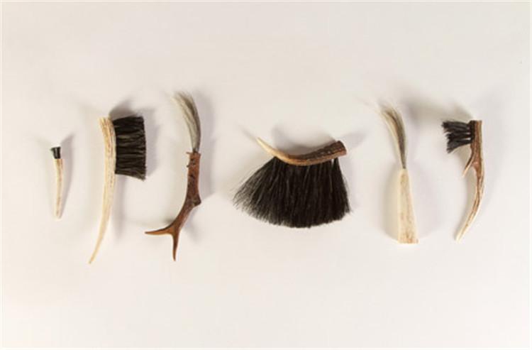 Ellie-Birkhead-brushes-hisheji (11)