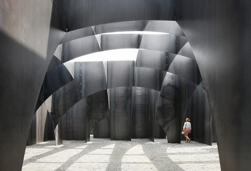 Gijs van Vaerenbergh-steel-labyrint-hisheji (6)