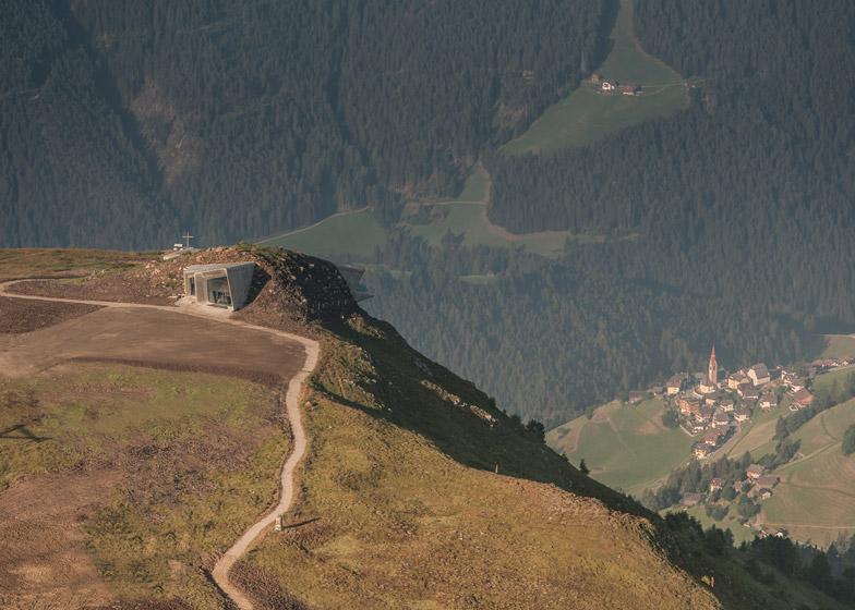 Zaha-Hadid-Architects-Messner-Mountain-Museum-hisheji (3)