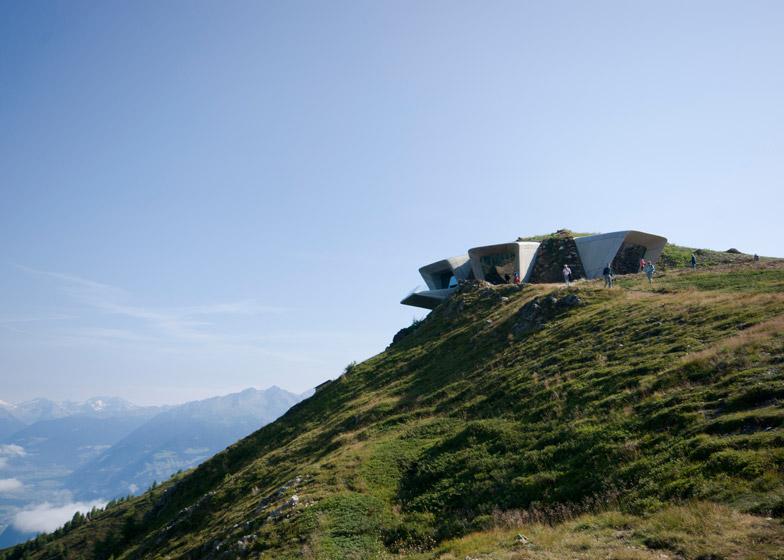 Zaha-Hadid-Architects-Messner-Mountain-Museum-hisheji (9)