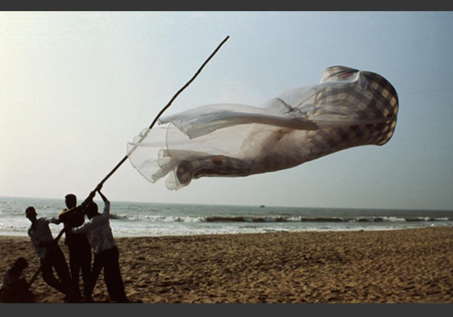 India-Bellbottoms-Series-hisheji (1)