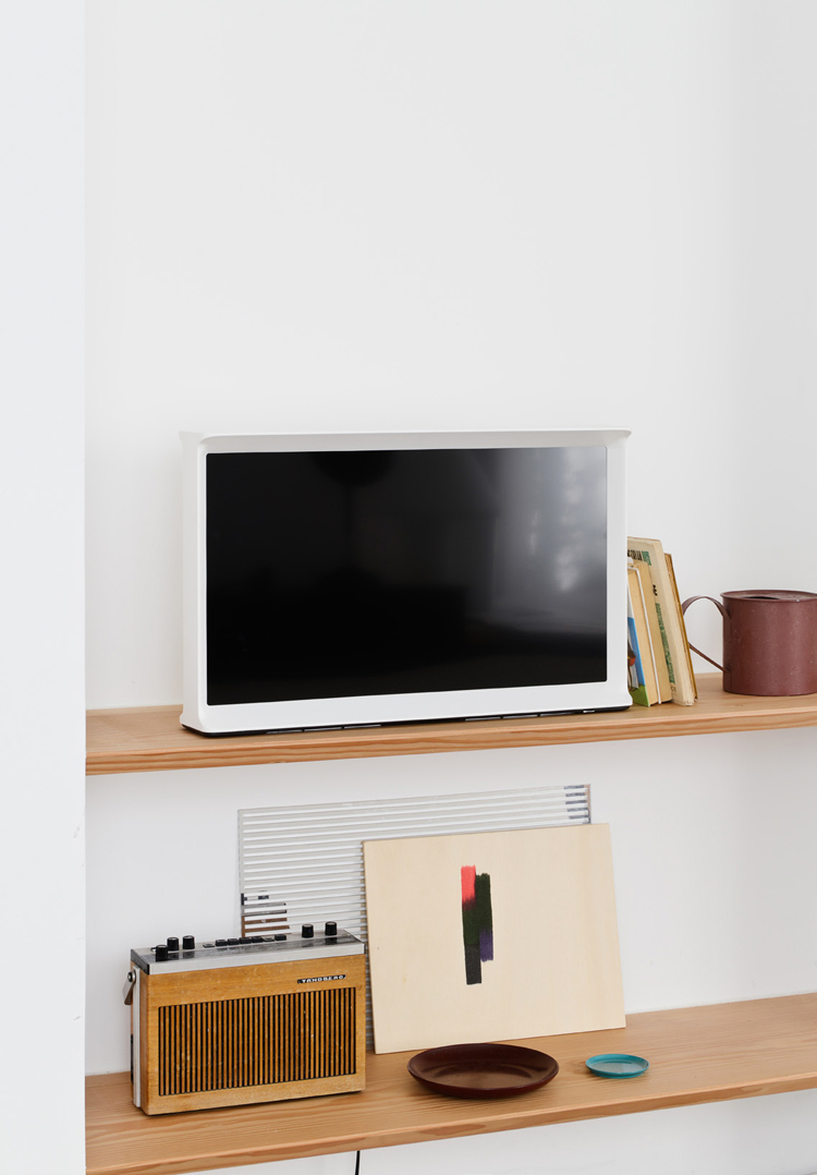ronan-and-erwan-bouroullec-serif-tv-for-samsung-hisheji (5)