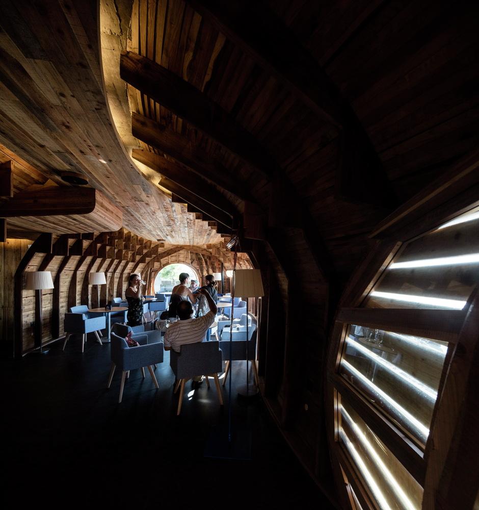 FCC-Arquitectura-Paulo-Lobo-Cella-Bar-hisheji (8)