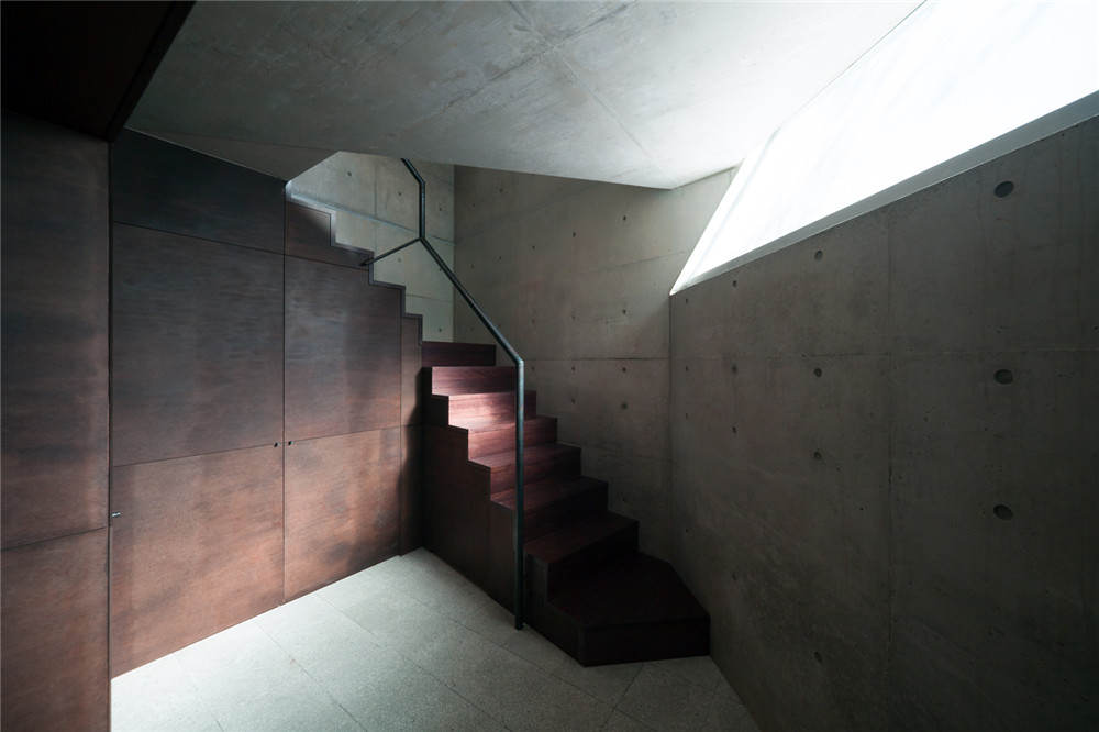 Atelier-Tekuto-concrete-house-hisheji (16)