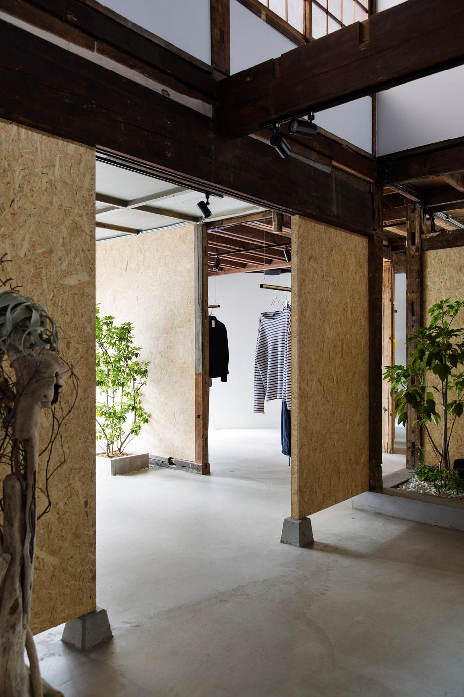 bankara-vintage-clothing-store-manabu-okano_dezeen_936_15-1