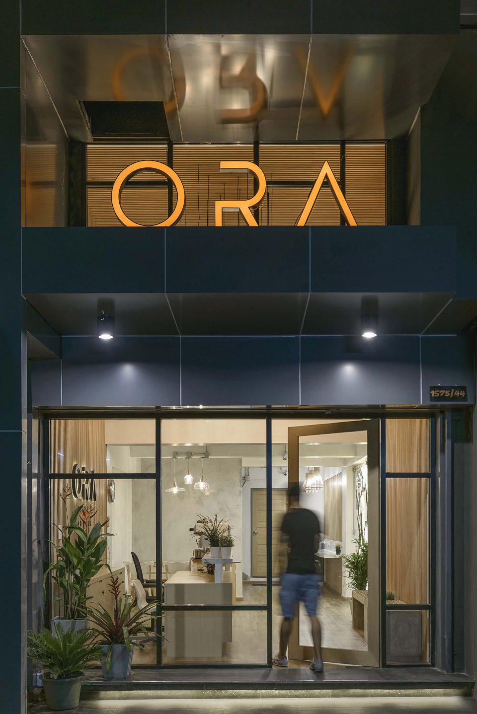 002-Ora-Hostel-exterior-detail-8515-960x1438