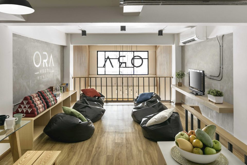 005-Ora-Hostel-1st-floor-shared-space-960x640