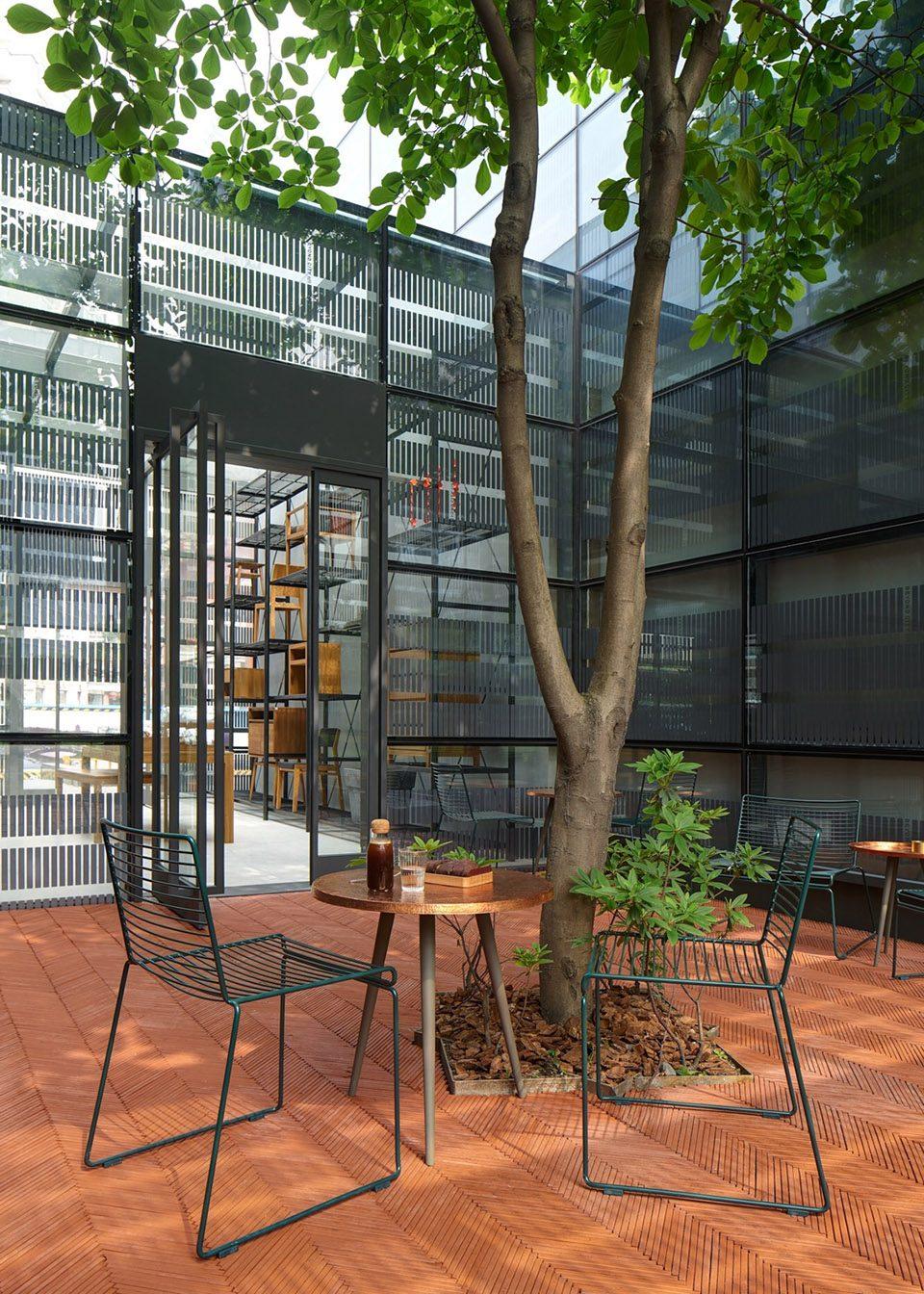 6-courtyard_UTT-HOME_Mr_MAIMAi_Bob-Chen-960x1344
