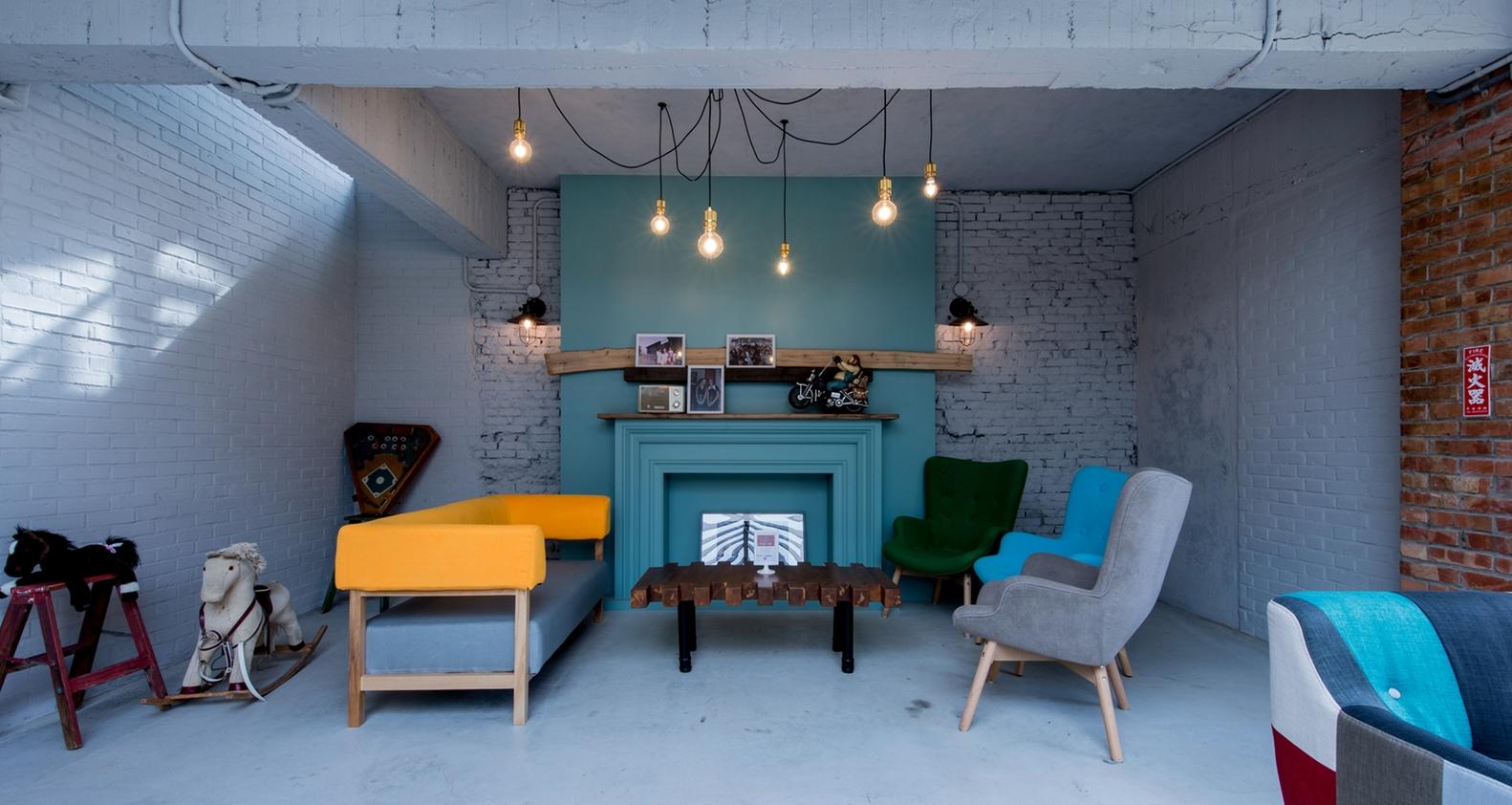 Fireplace_dining_area_(1)