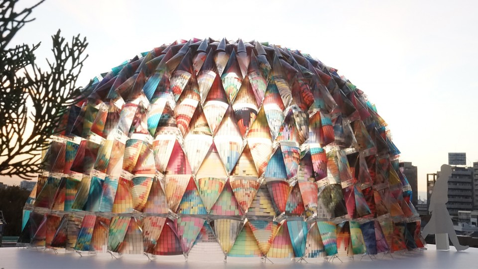 001-Colorful-Mobile-Fashion-Store-Built-From-Japanese-Disaster-Hoods-by-kooo-architects-960x541