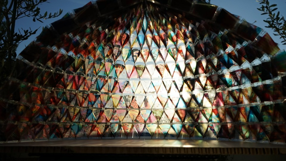 003-Colorful-Mobile-Fashion-Store-Built-From-Japanese-Disaster-Hoods-by-kooo-architects-960x540