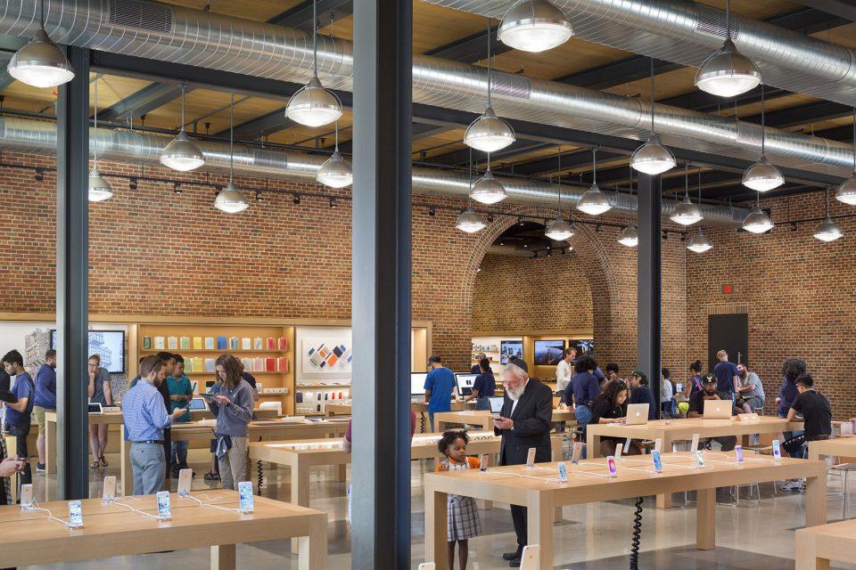 17-Apple-Store-Williamsburg-By-Bohlin-Cywinski-Jackson-960x640