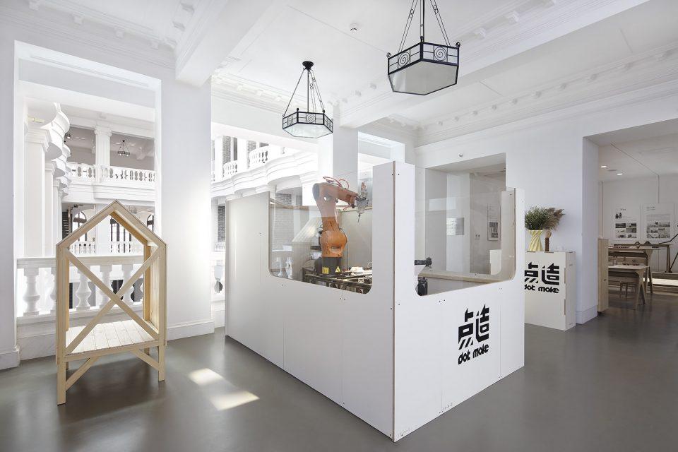 Kuka-robot-station_01_dot-make-popup-store_dot-architects-960x640