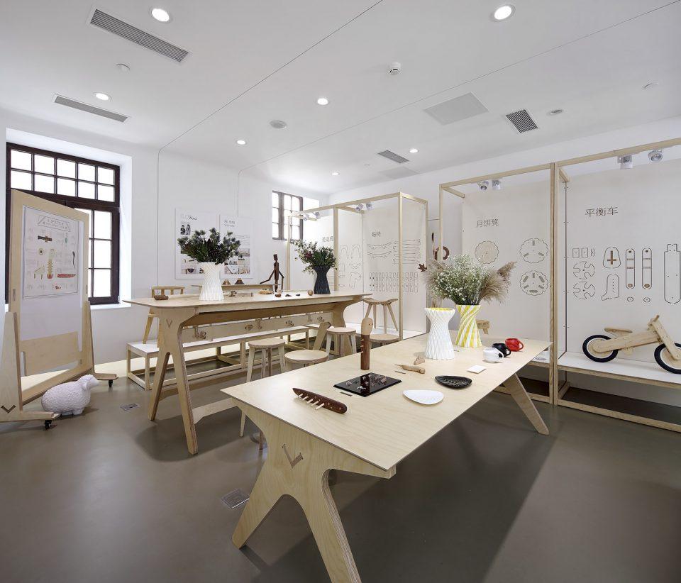 retail-section_01_dot-make-popup-store_dot-architects-960x822