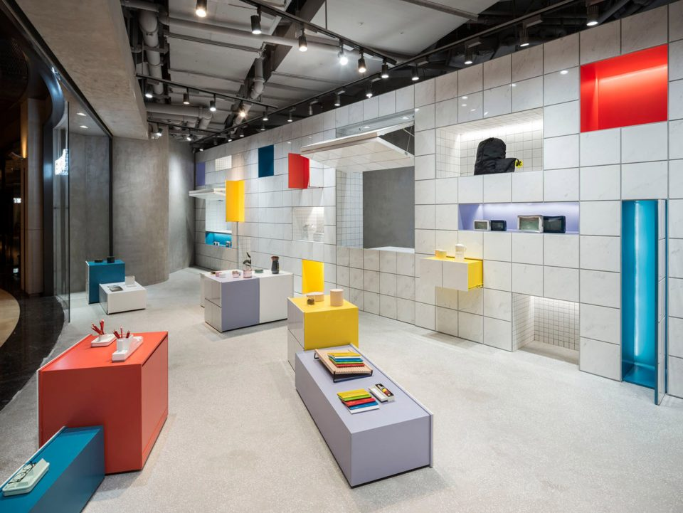 002-Editor-Store-in-Shanghai-China-by-B.L.U.E.-Architecture-Studio-960x721
