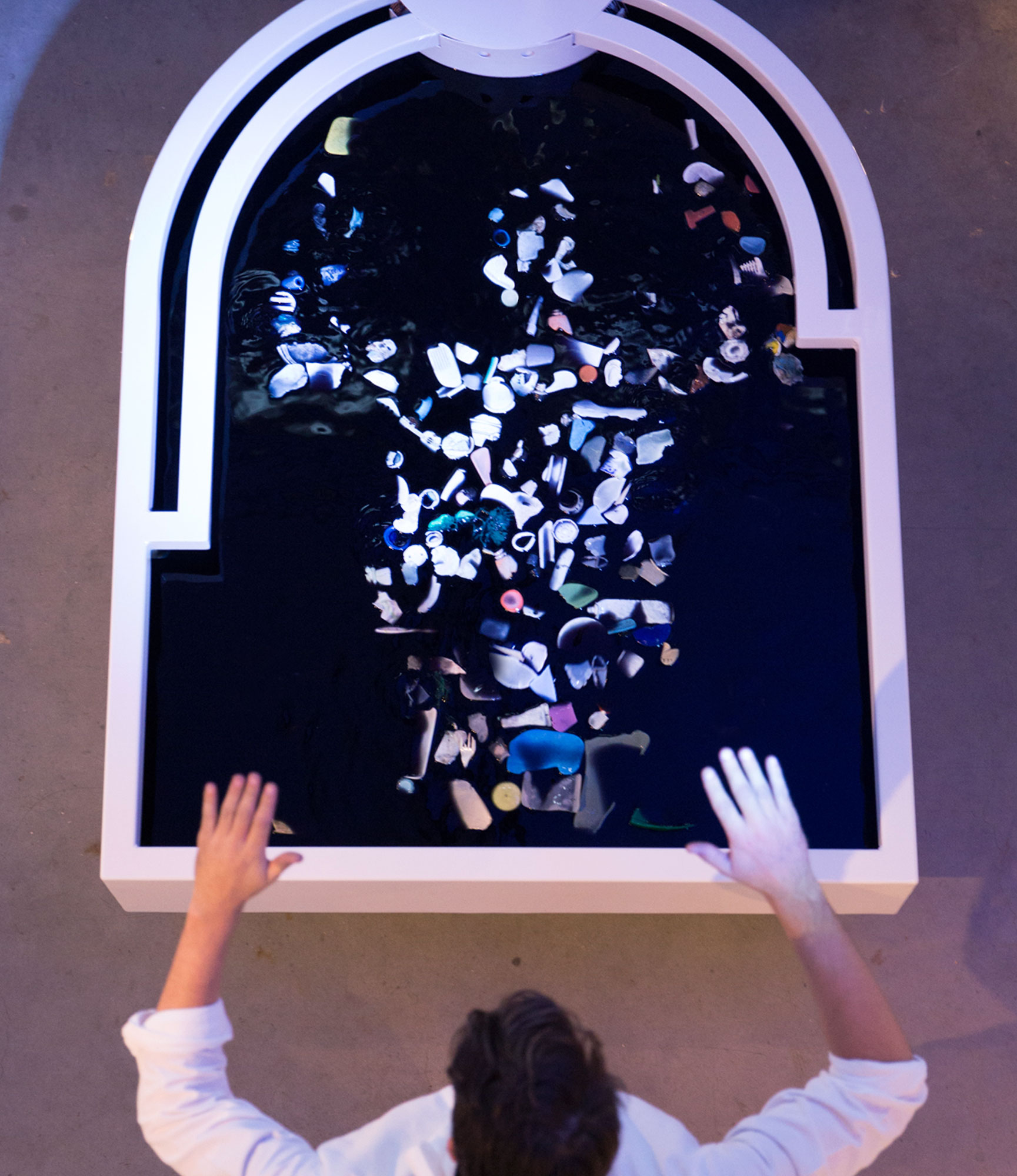 Plastic-reflectic-interactiveinstallation-thijsbiersteker-6