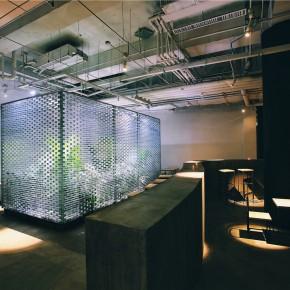 打破千篇一律,设计师在餐厅里做了两道墙