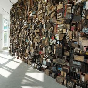 被人视作垃圾的鞋匠盒在他手里却成了万人观看的展品