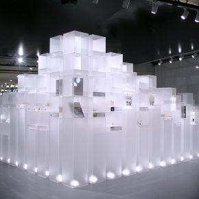 设计师用168个盒子在商场堆了一座富士山