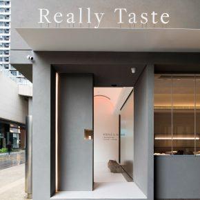 在清吧里面卖粤菜,这家餐厅红的有点与众不同