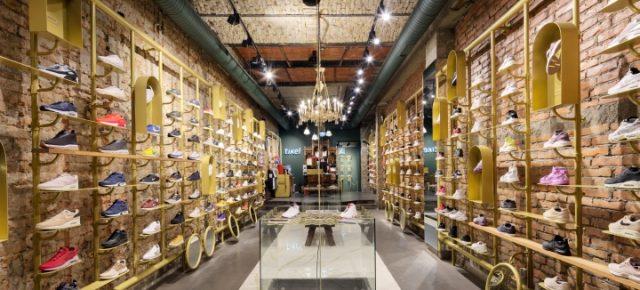 这个工业风十足的店,汇集了全世界最特别的运动鞋
