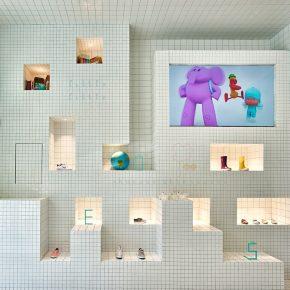 他用三种不同尺寸的瓷砖装出了一家小清新店铺