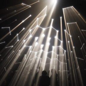 Design LAB:200多个多边形把光分离,他们看见了这个