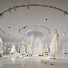 这是一座婚纱城堡,也是一间艺术博物馆