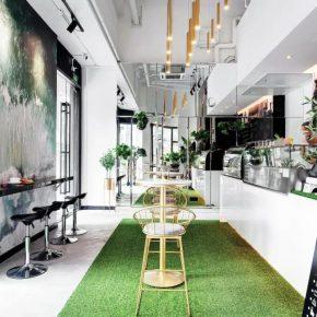 一家30平米的轻食店,精致到连餐具都是装饰品
