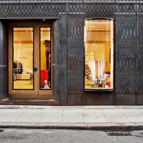 这家服装店用26000张多米诺骨牌拼贴墙壁
