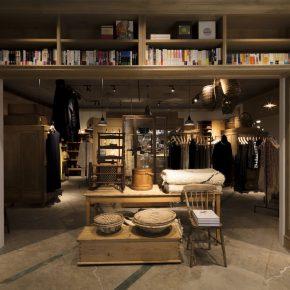 这家集九个店铺于一身的杂货铺,进去能逛一整天