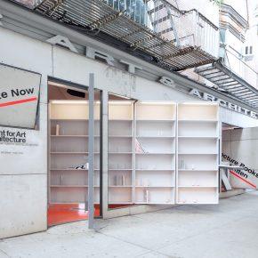 這面可旋轉的墻,背后的書架上都是沒寫完的書