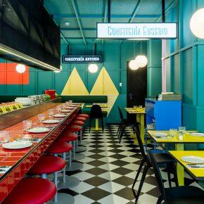 这家餐厅的设计师毫不掩饰地表达了对色彩的喜爱