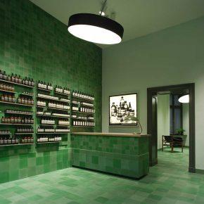 不仅仅是护肤,Aesop柏林店用最治愈的森林绿帮你洗涤心灵!
