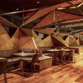 这家店大胆地将酒吧变成雕塑,没想到效果这么好!