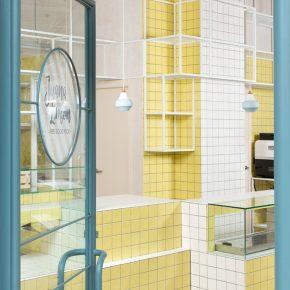 当空间遇上鹅黄色瓷砖,这家50㎡小店能一秒甜化你的心!