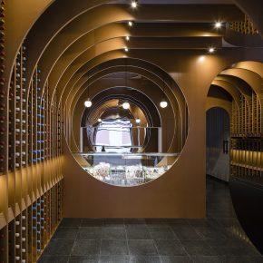 这家店仅用35平米就可以让你置身于葡萄酒的世界