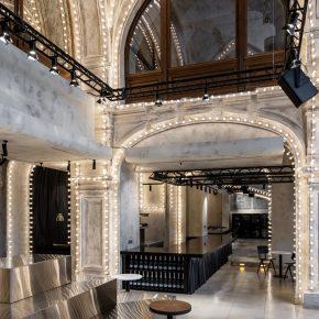 主打极简风,设计师却在酒吧里装了2000个灯泡?