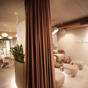 滿眼玫瑰金,這可能是全世界最溫柔的美容店
