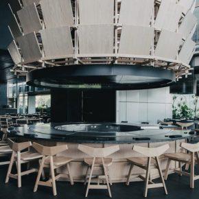 一家设计灵感源于武士盔甲的日式餐厅