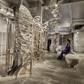 反光材料打造超现实隔断,服装店艺术感一下就上来了